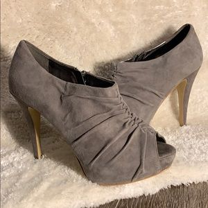 👠 Marc Fisher gray leather pumps 👠